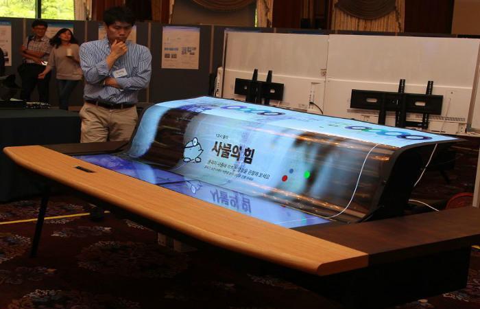 LG insan boyundan uzun elastik OLED ekran istehsal etdi
